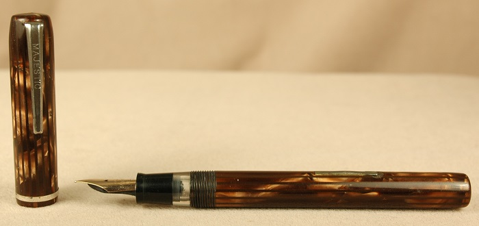 Vintage Pens: 2090: Majestic: Fountain Pen