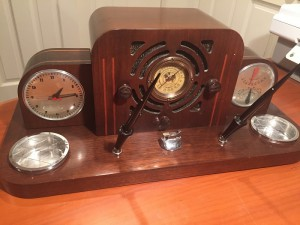 Photo shows a 1938 Parker Vacumatic desk set that features a clock, weather station and Detrola radio.