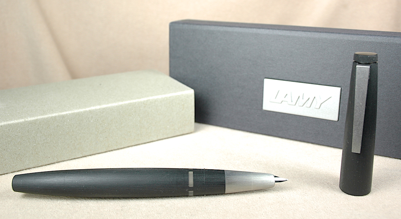 Pre-Owned Pens: 3873: Lamy: 2000 Oblique Medium STUB