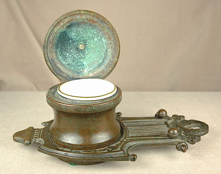 Inkwells and Blotters: 4639: Unknown: Copper Inkwell
