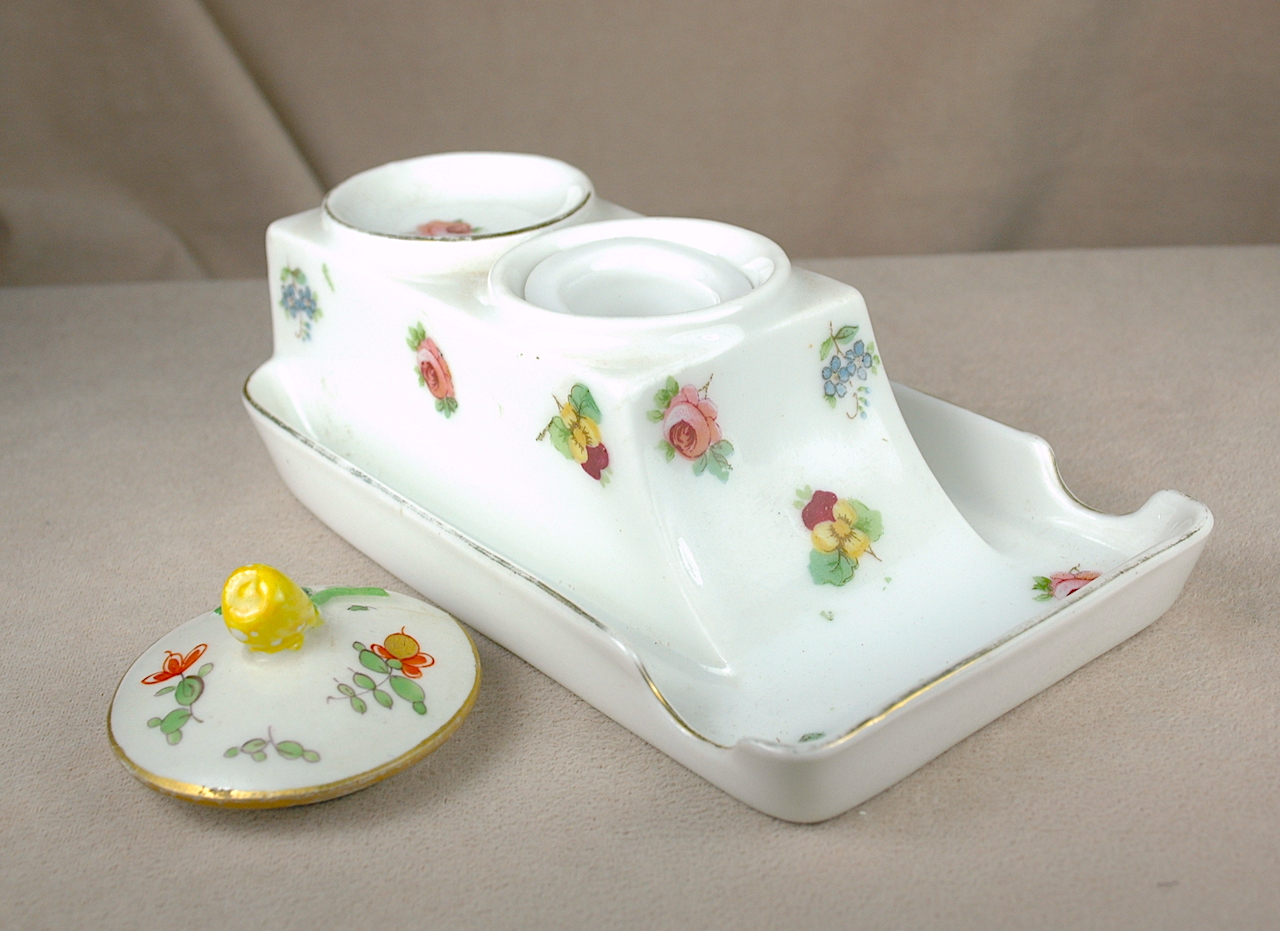 Inkwells and Blotters: 4640: Porcelain: Inkwell