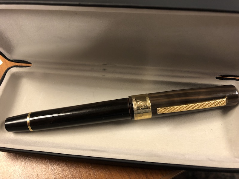 Pre-Owned Pens: : Omas: Brioni: Omas for Brioni horn and 18K gold medium nib